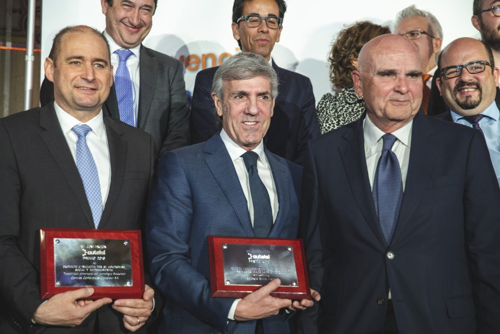 jose moro posa con el premio autelsi 2019